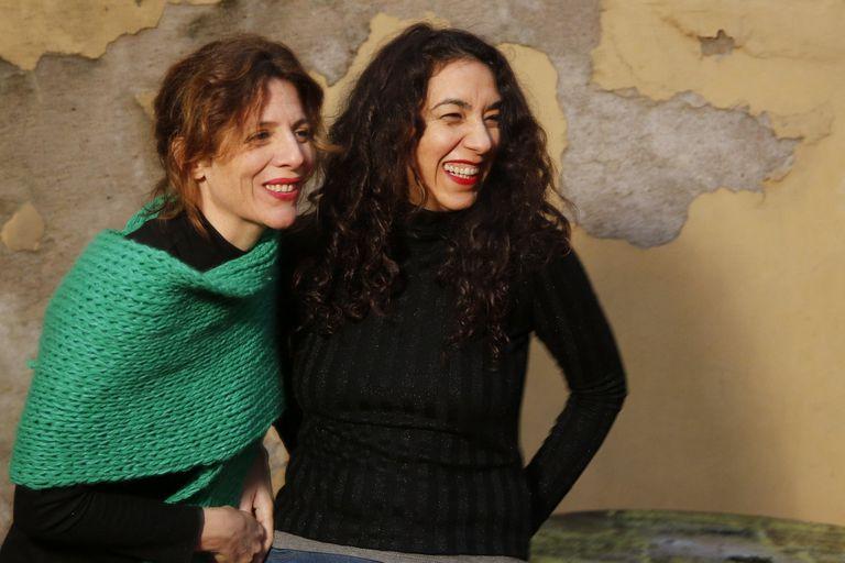 Las actrices que comenzaron a la par en la escena alternativa protagonizan en el Cervantes La vida extraordinaria, de Tenconi Blanco, donde conviven literatura, poesía y música
