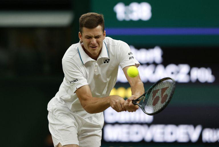 Hubert Hurkacz eliminó al ruso Daniil Medvedev y tratará de vencer a Roger Federer para convertirse en el primer polaco en las semifinales de Wimbledon desde 2013.