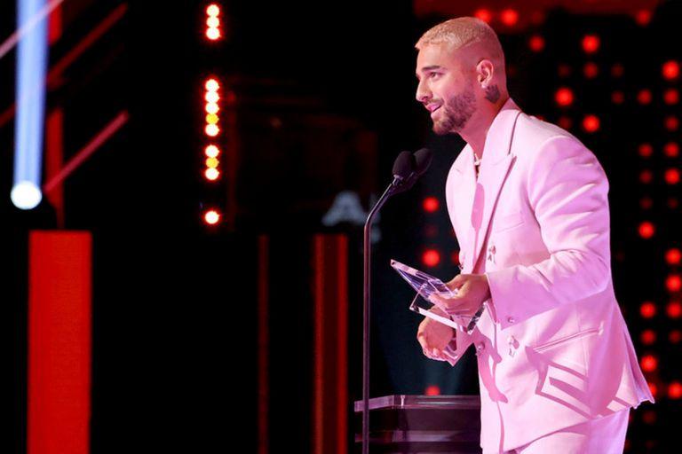 Maluma aceptó un premio muy especial por el trabajo que realiza con su fundación