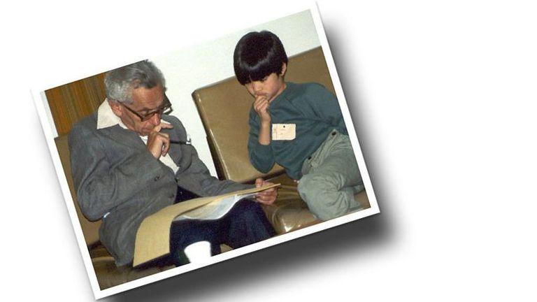 Paul Erdős y Terence Tao hablando de matemáticas cuando este último tenía 10 años de edad; Tao es ahora ampliamente considerado como uno de los más grandes matemáticos vivos