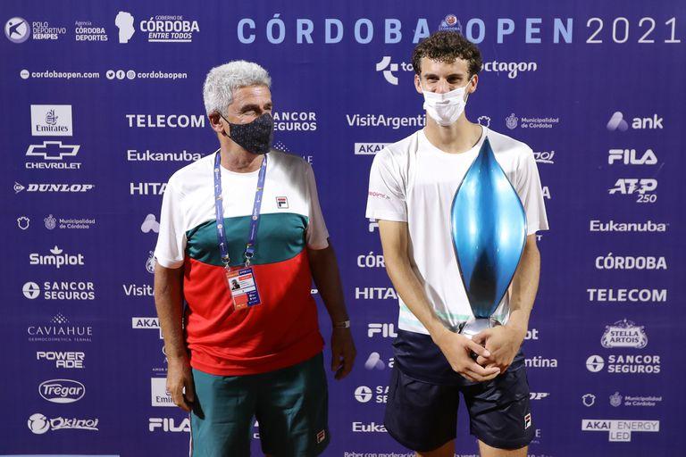 """Alejandro """"Toto"""" Cerúndolo, padre de Juan Manuel y Francisco, ex Top 310 del mundo en 1982 y entrenador, una pieza clave en el desarrollo de sus hijos tenistas."""