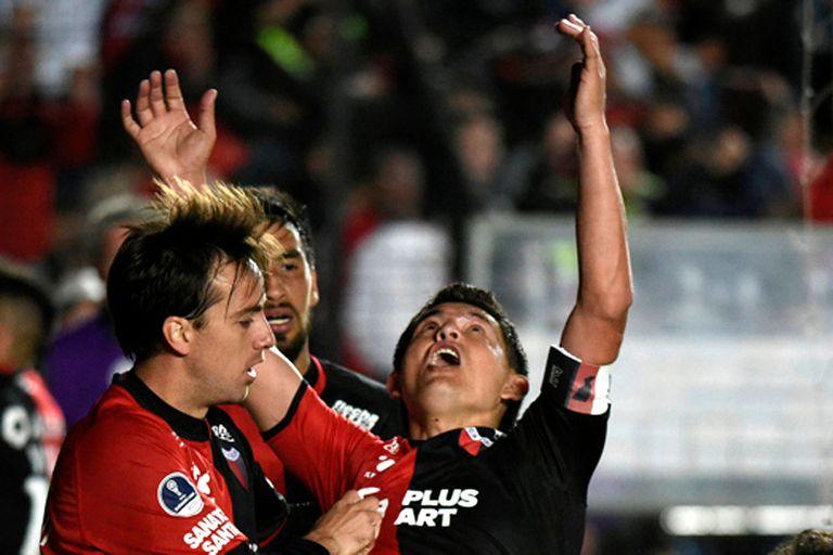 Falleció su padre, pero Pulga Rodríguez jugó y marcó un gol en la Sudamericana