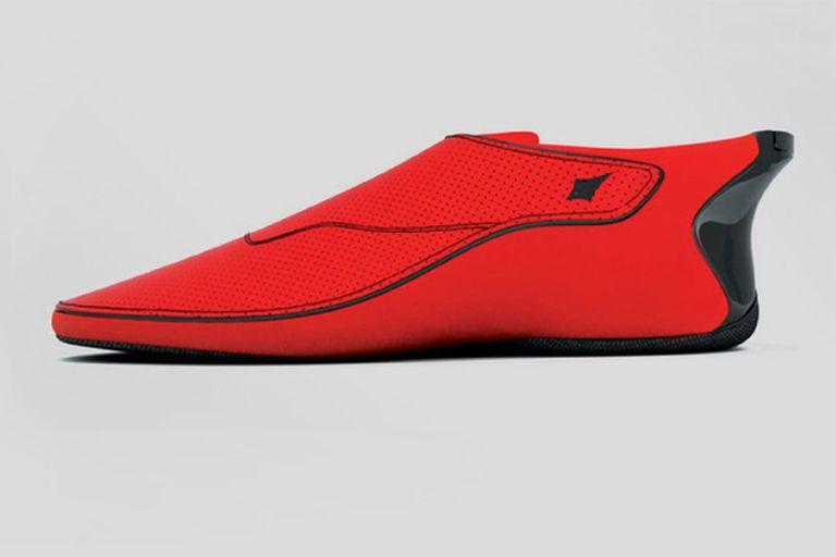 La firma Lechal creó un dispositivo que se inserta en una zapatilla y vibra, alertando al usuario que debe doblar