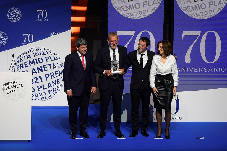 Detrás de Carmen Mola, ganadora de un millón de euros, se escondían tres escritores españoles