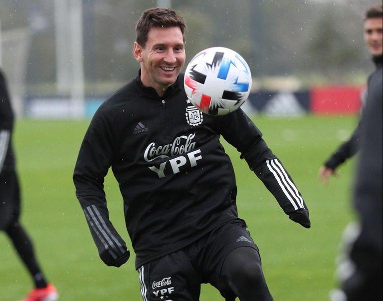 Un Messi pleno: volver como nunca, entre rutinas extraordinarias y un récord que no le importa
