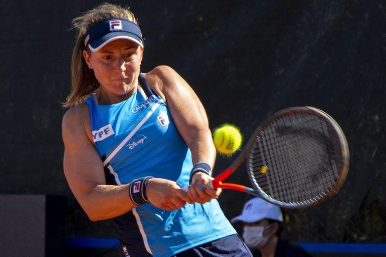 Nadia Podoroska, en la caída frente a Yulia Putintseva en el torneo Billie Jean King Cup, en la ciudad de Córdoba