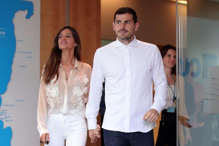Sara Carbonero e Iker Casillas salen del hospital donde él fue atendido por un infarto, 6 de mayo de 2019.