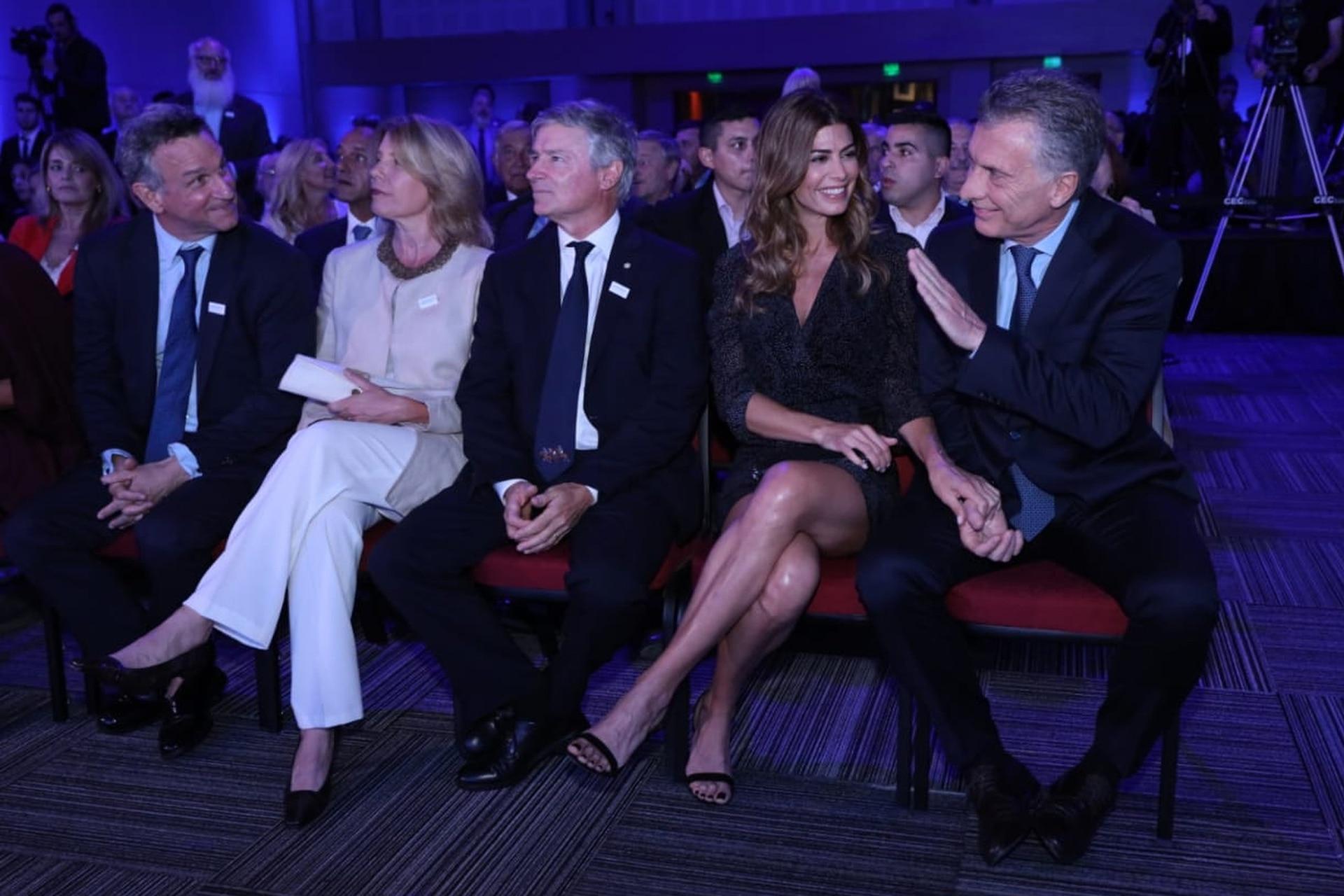 El presidente Mauricio Macri y su esposa, Juliana Awada, con Fernán y Julio Saguier
