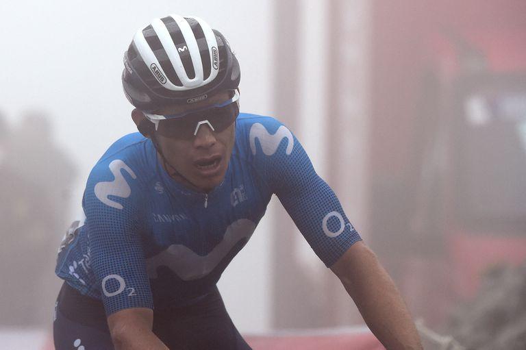 El colombiano Miguel Ángel López fue desplazado del tercer puesto este sábado y, ya sin chances reales de acceder al podio, decidió abandonar la competencia.