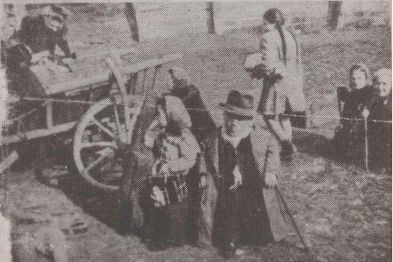 La familia Ovitz llegó en carreta al ghetto de Dragomiresti, en marzo de 1944 y desde allí serían deportados a Auschwitz poco tiempo después
