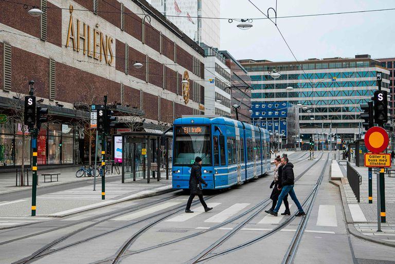 La Agencia Sueca de Salud Pública colaboró en un nuevo estudio que estimó que un tercio de todos los residentes de Estocolmo habrán sido infectados con Covid-19 antes del 1° de mayo. Sin embargo, investigaciones oficiales hablan de una inmunización colectiva para esa misma fecha.