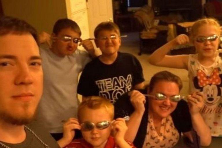 El youtuber Daddyofive se hizo famoso con su mujer gastando bromas pesadas a sus hijos, algo que YouTube no permitirá a partir de ahora