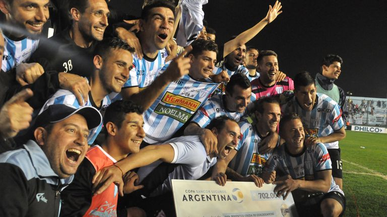 Juventud Unida eliminó a Vélez