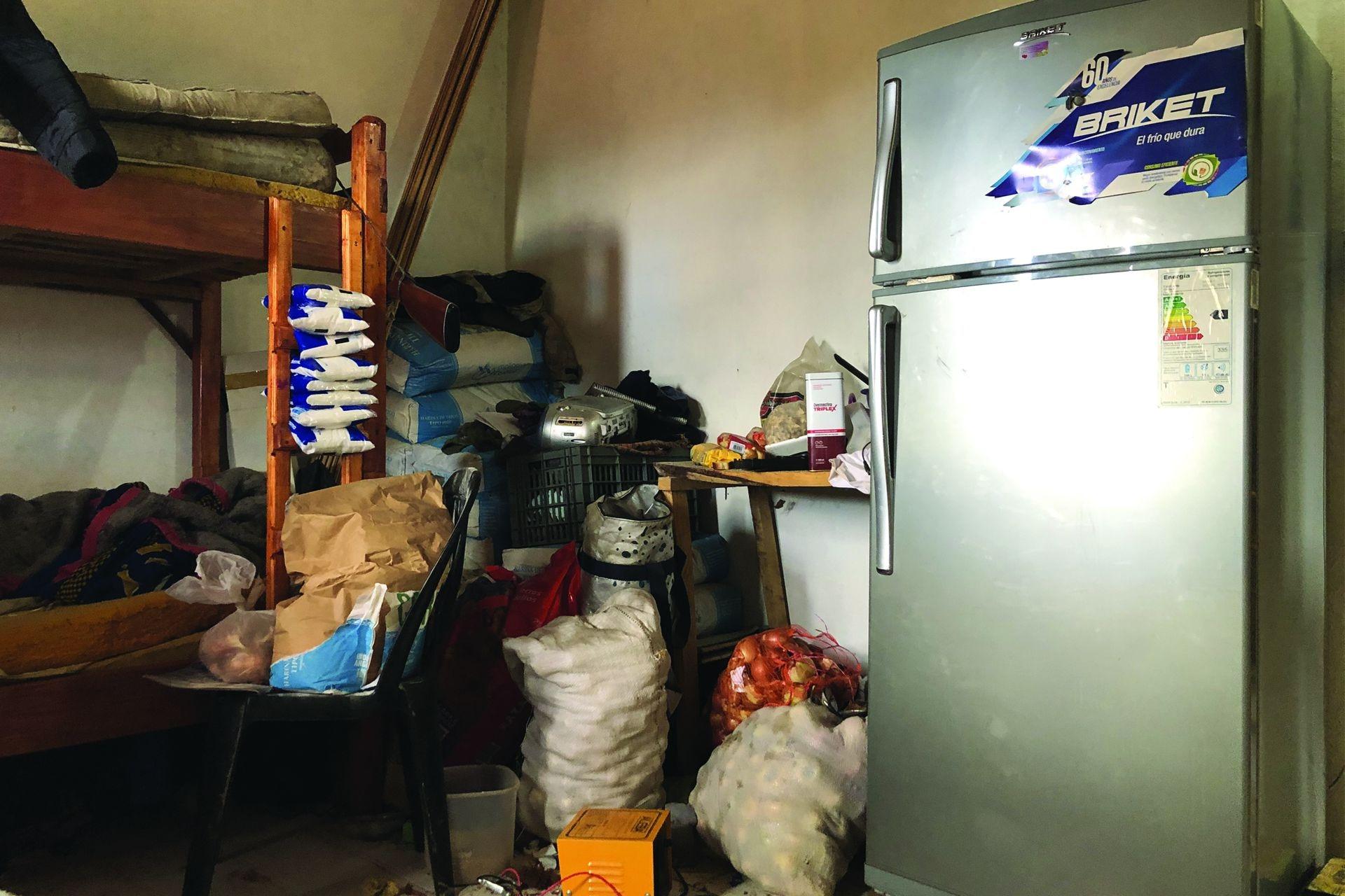 La habitación de Maciela y de sus hermanos funciona como la alacena de la casa porque no tienen lugar