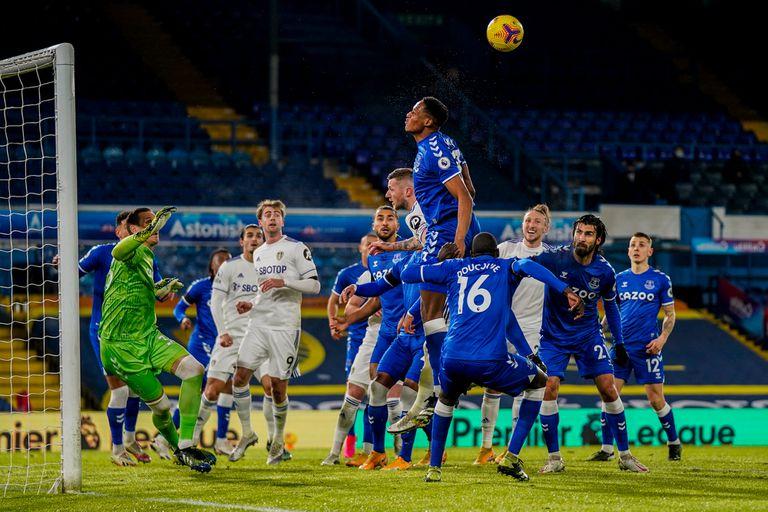 El Leeds de Bielsa. Errores defensivos, mala puntería y una dura derrota