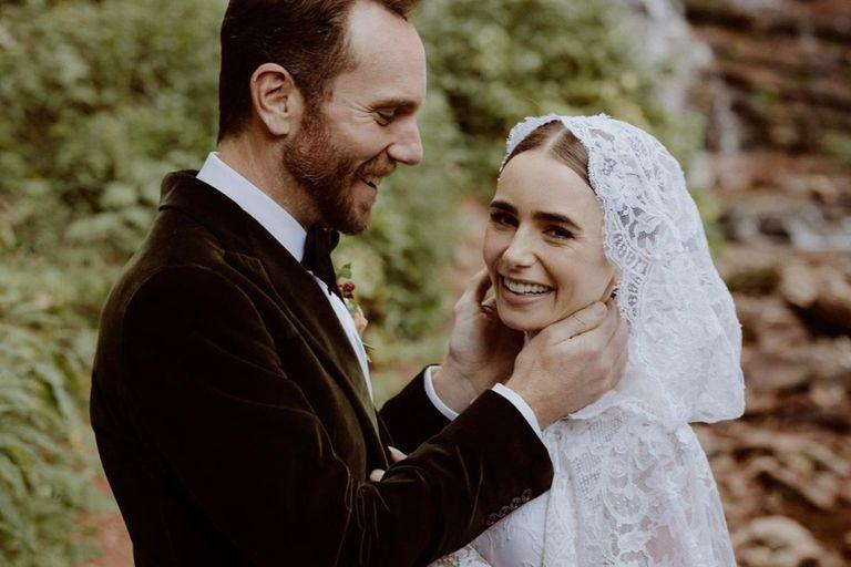 Lily Collins se casó sorpresivamente con su novio, Charlie McDowell