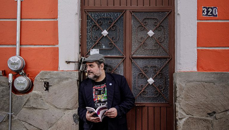 El escritor argentino Hernán Vera Álvarez reside en Miami desde hace décadas