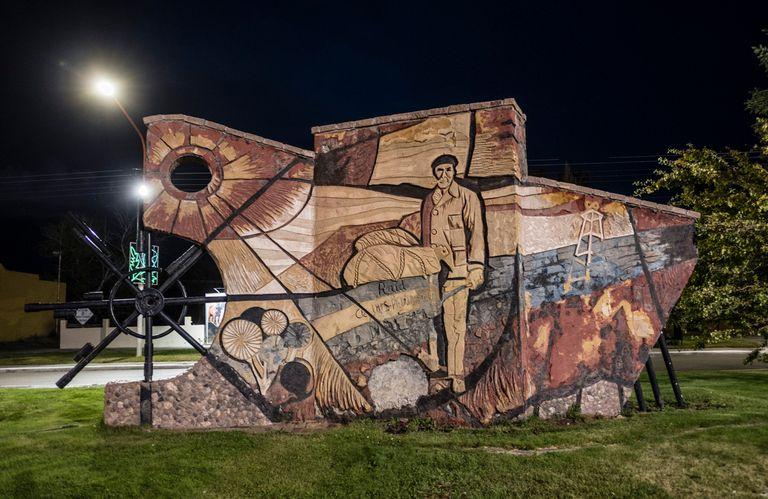 El mural en Luis Piedra Buena, obra de Angela Correa y Patricio Figueroa.