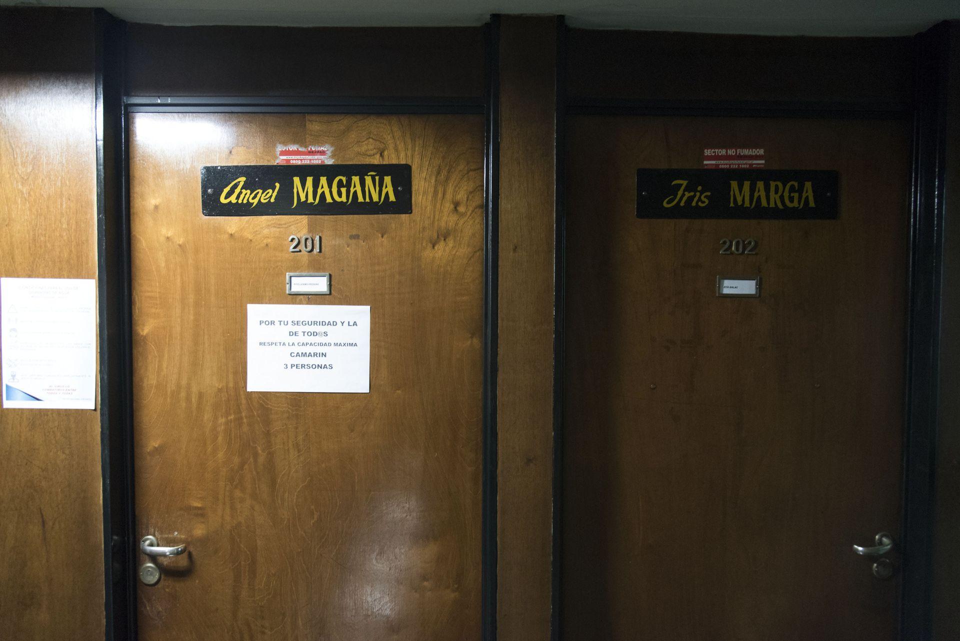 Los camarines de Cervantes llevan los nombres de actores emblemáticos que los han habitado. Ángel Magaña e Iris Marga son algunos de los actores que formaron parte de la Comedia Nacional, que dirigía Antonio Cunill Cabanellas