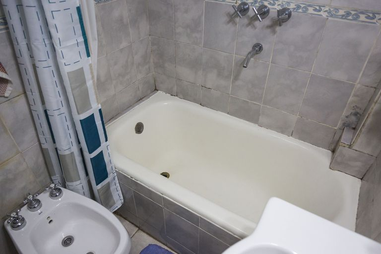 Los propietarios aseguran que la bañera es la misma que se colocó cuando se construyó la casa