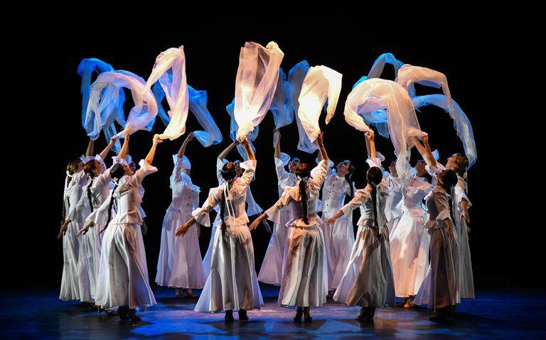"""""""Amanecer salteño"""", un clásico cuadro de las bailarinas del BFN"""