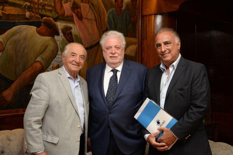 Armando Cavalieri, secretario general de la Federación Argentina de Empleados de Comercio y Servicios (Faecys), en una imagen de principios de año con Ginés González García y el director de Ocecac, Carlos Pérez