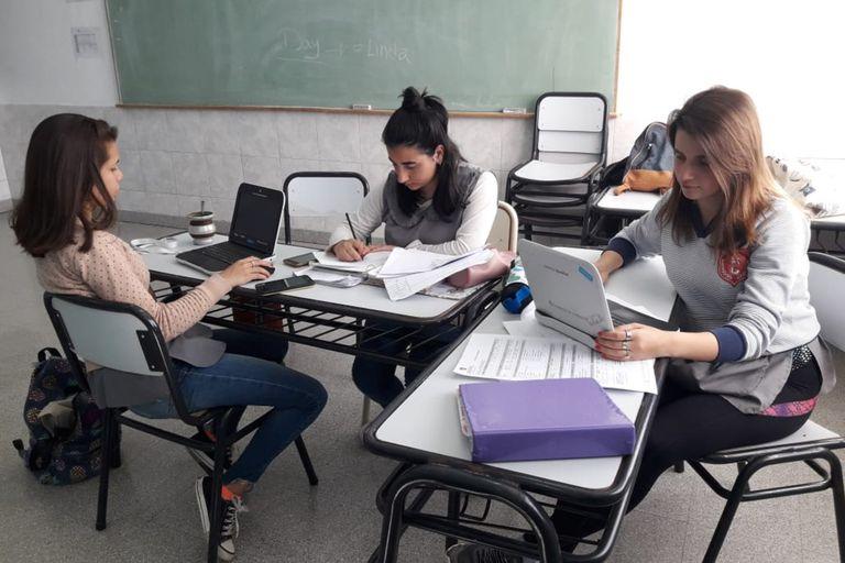 .Alumnas de la tecnicatura de maestro mayor de obras en clase