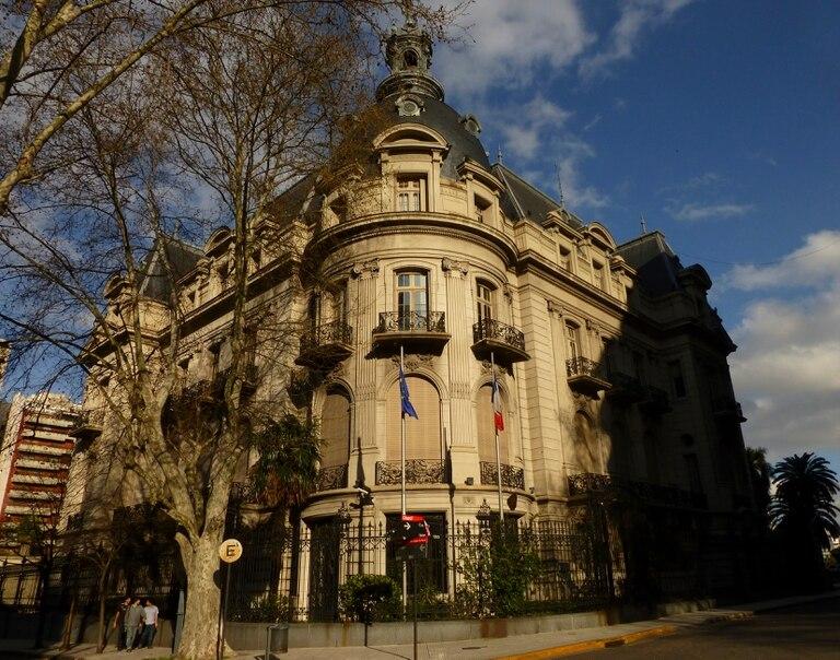 El palacio Ortiz Basualdo, sede de la embajada francesa