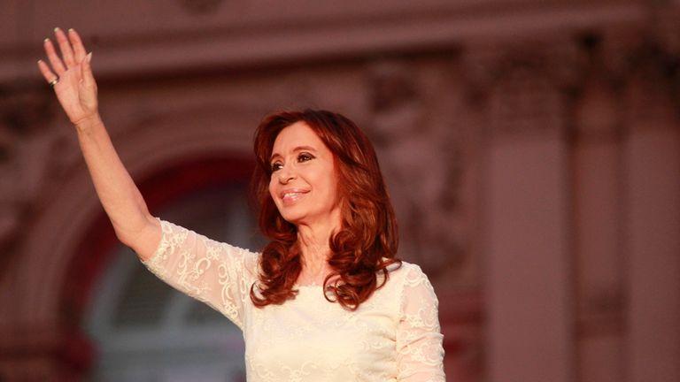 Despedida Cristina: la Presidenta saluda a los miles de militantes que se concentraron en la Plaza de Mayo para escucharla criticar al nuevo gobierno y a la Justicia