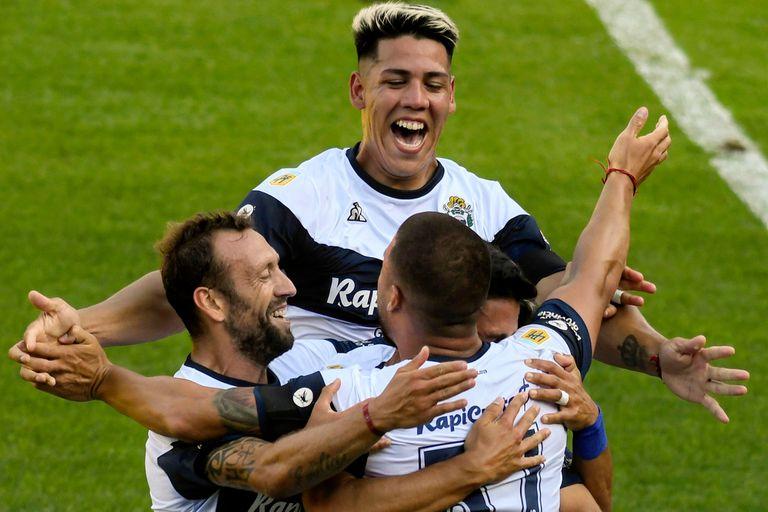 Colón - Gimnasia, por la Copa Diego Maradona: el Lobo aprovechó los errores de Burián y Bianchi y arrancó ganando en la Zona Campeonato - LA NACION