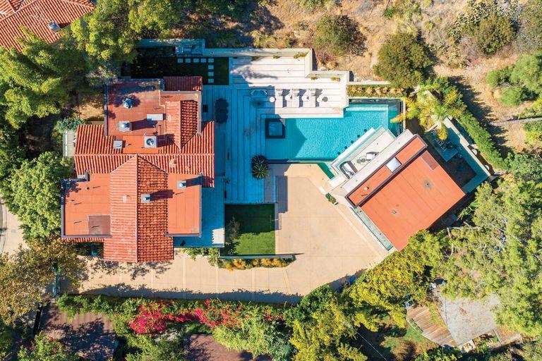 Una vista aérea de la propiedad, construida en un lote de casi 1760 metros cuadrados.