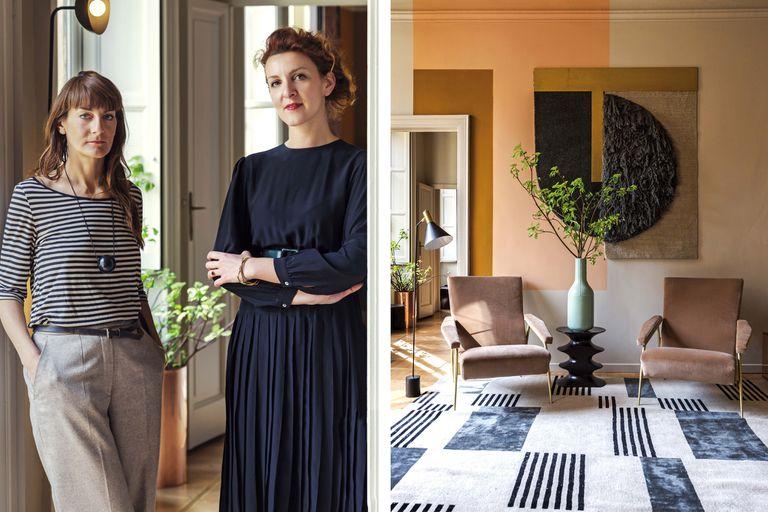 Contra la pared pintada en distintos planos, sillones de Gio Ponti en pana y tapiz de cc-tapis ideado por las diseñadoras de Studiopepe, Arianna Lelli Mami (izq.) y Chiara Di Pinto.