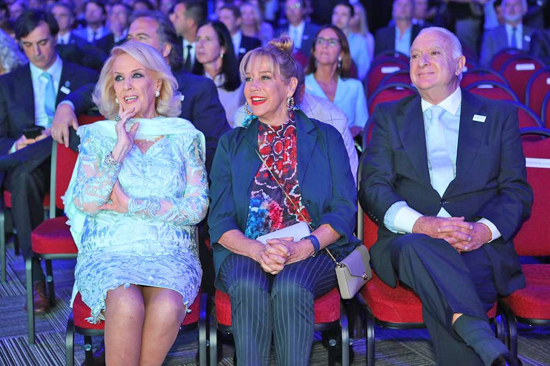 Mirtha Legrand, Marcela Tinayre y Norberto Frigerio durante la celebración por los 150 años de LA NACION
