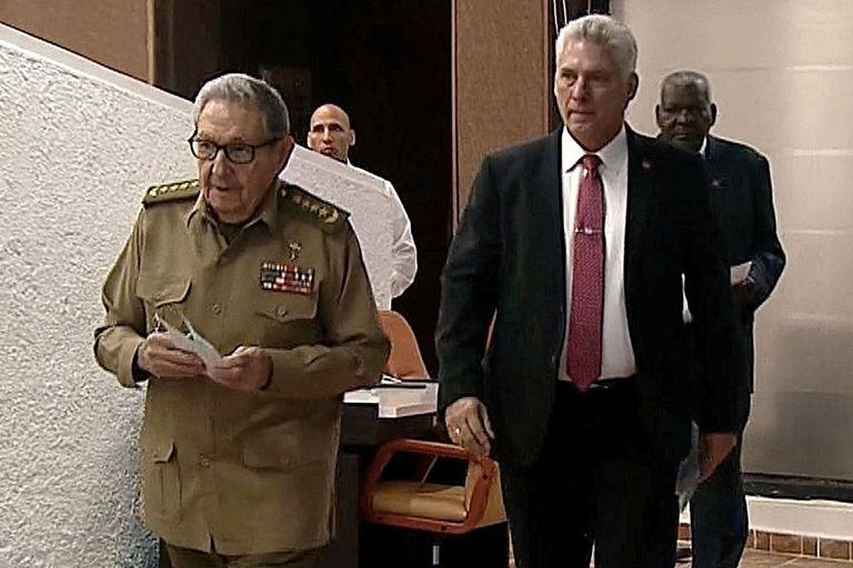 Raúl Castro y Díaz-Canel, ayer, en La Habana