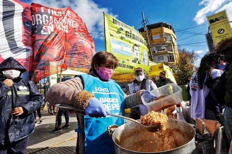 Olla Popular en la villa 31 organizada por la CTA, Barrios de Pie y el Frente Organizaciones en Lucha (FOL),