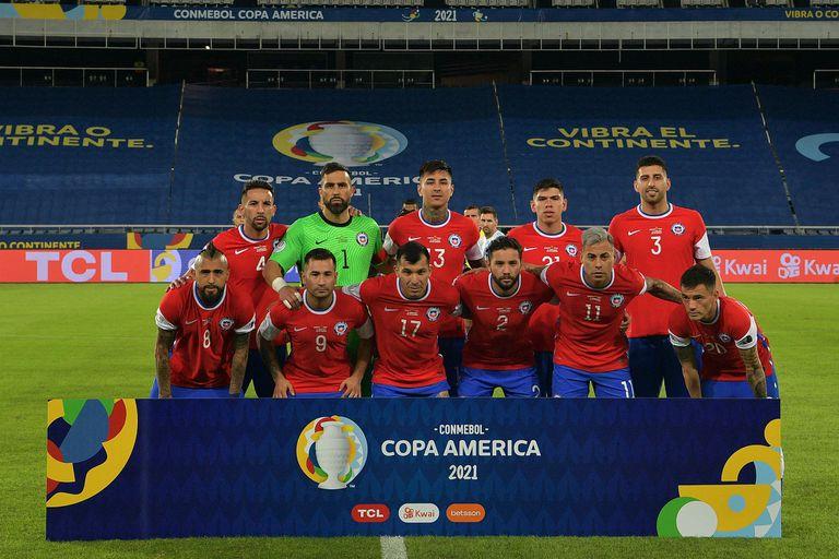Los jugadores de Chile posan antes del partido de Copa América 2021 frente a Argentina