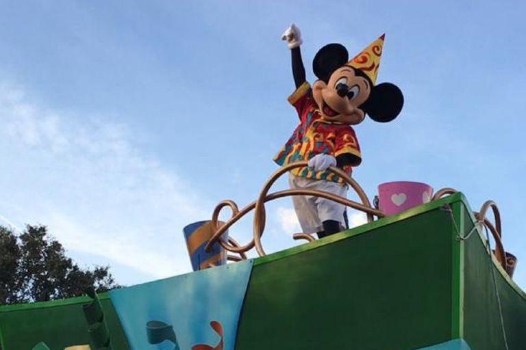 Disneyland de California reabrió sus puertas, pero sin abrazos de Mickey