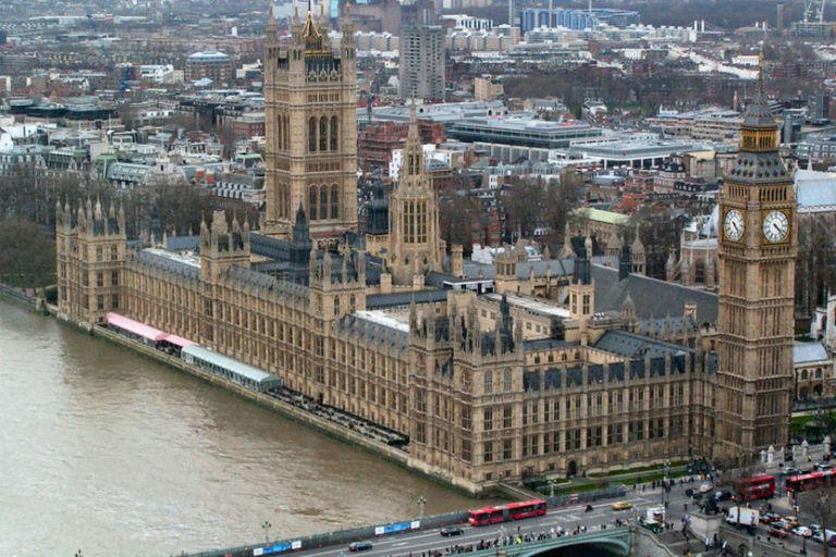 Palacio de Westminster, edificio donde funciona el Parlamento inglés
