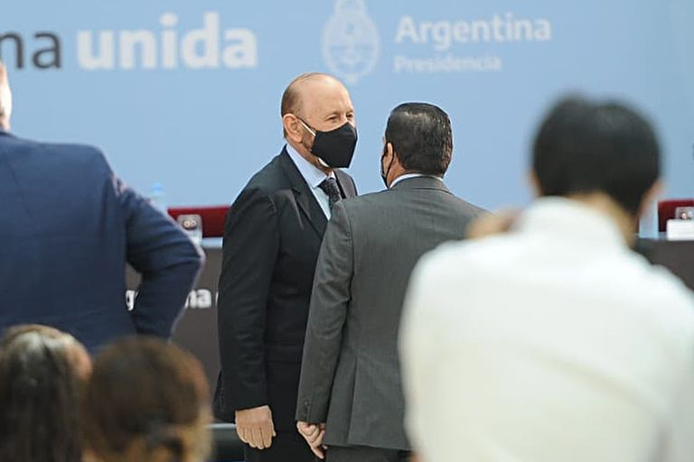 """Gildo Insfrán durante el acto de firma del acta compromiso """"Acuerdo Federal para una Argentina Unida contra la violencia de género"""", en la Casa Rosada"""