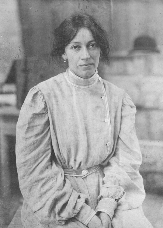 Lola Mora fue la primera escultora argentina.