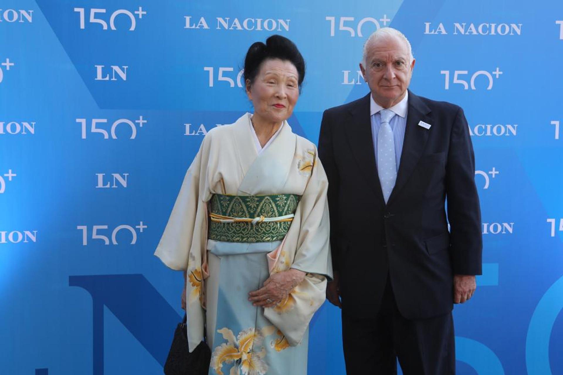 Hiroko Mukoyama junto a Norberto Frigerio, Director de Relaciones Institucionales de LA NACION