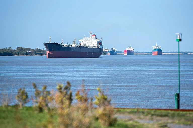 A la altura de Rosario es crítica la situación del caudal del Paraná para la navegación