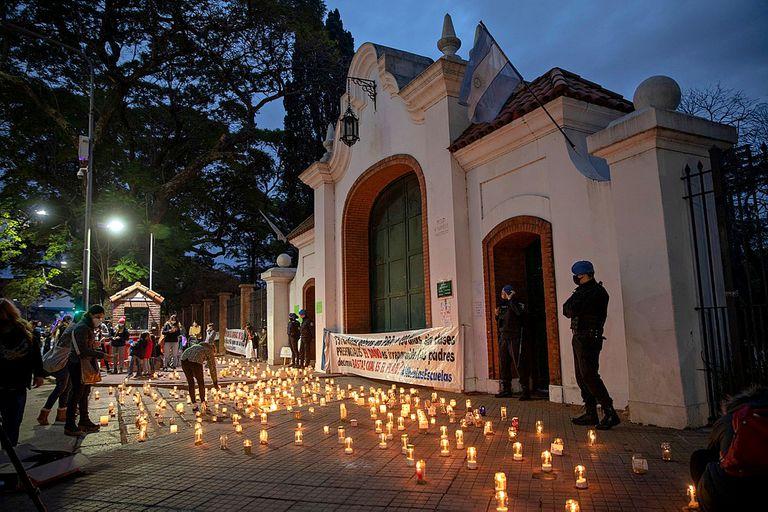 Quinta de Olivos: la vigilia de los padres de la que se quejó el Presidente