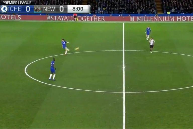 """El """"no look pass"""" de David Luiz para el golazo de Pedro en la Premier League"""