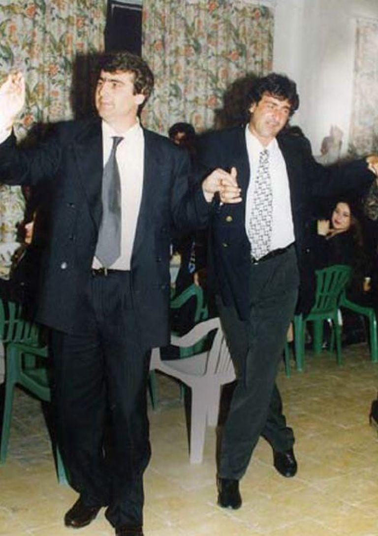 Pellumb Xhaferri y Mario Kempes en la fiesta de bienvenida que organizó el club en su honor