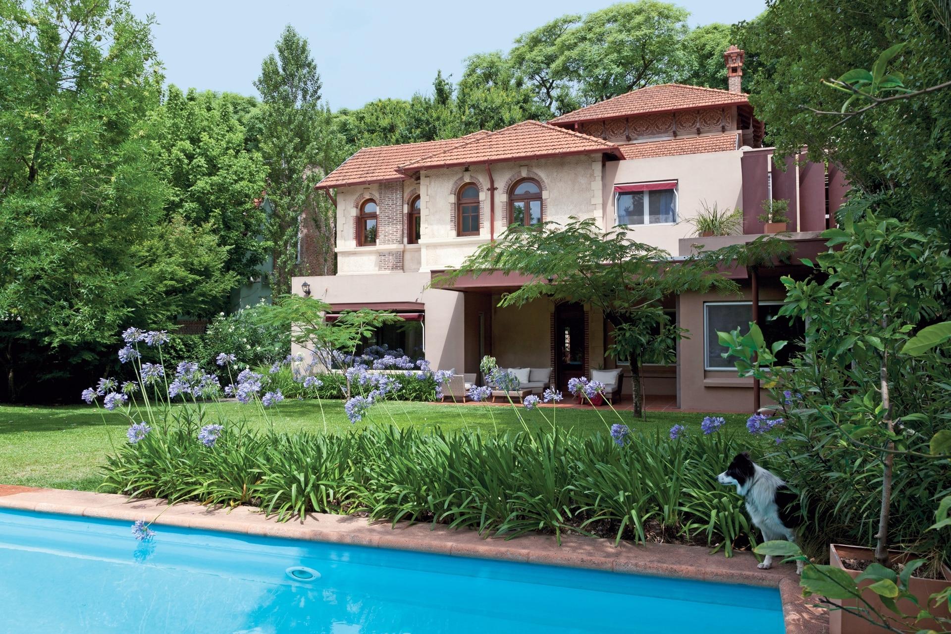 Alex Grönberger y Martina Kirst, economista y autora holandesa viven desde hace tres años en esta casa de 1926 que reformaron por completo.
