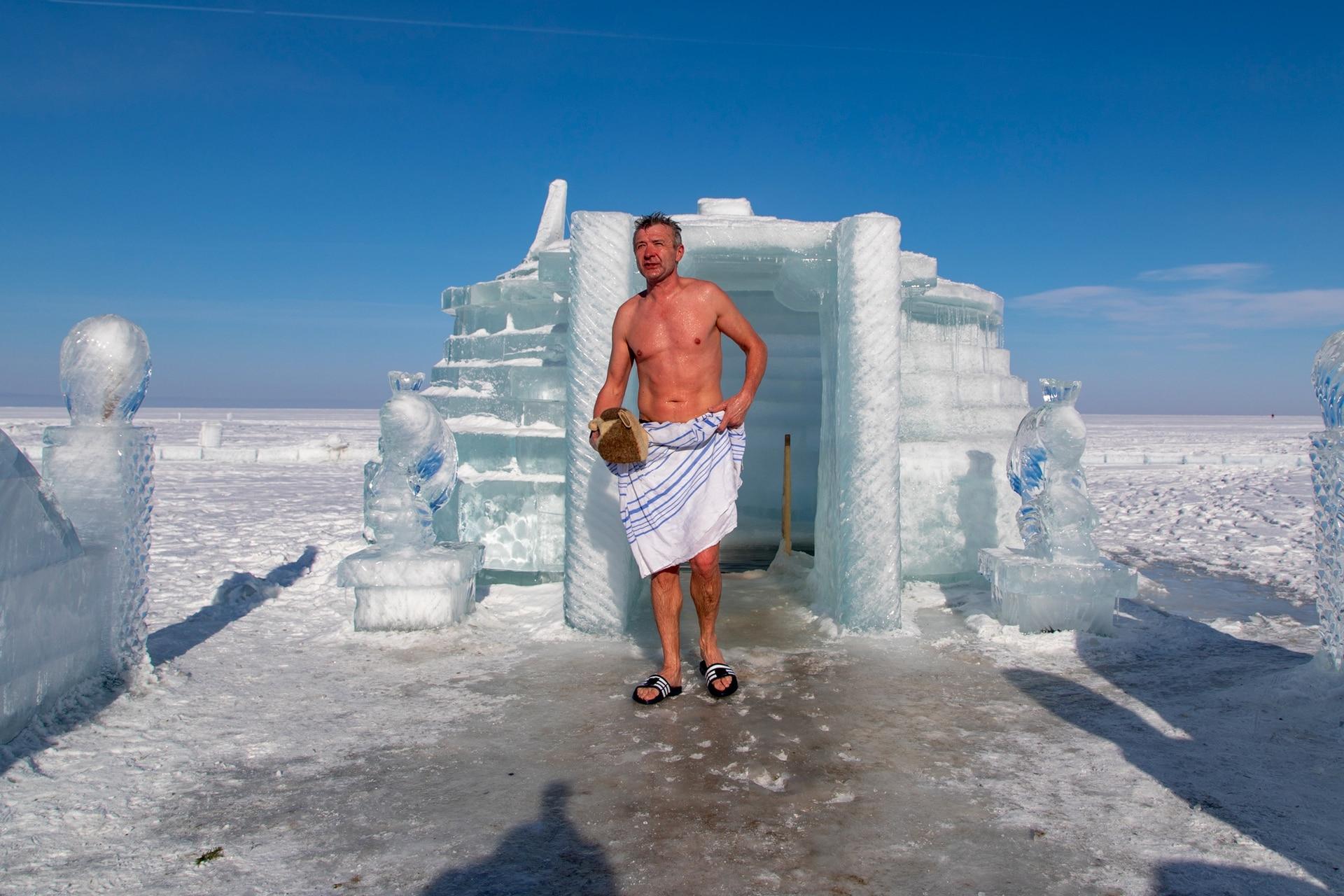 Baño revitalizante: una tradición rusa abonada por algunos corredores.