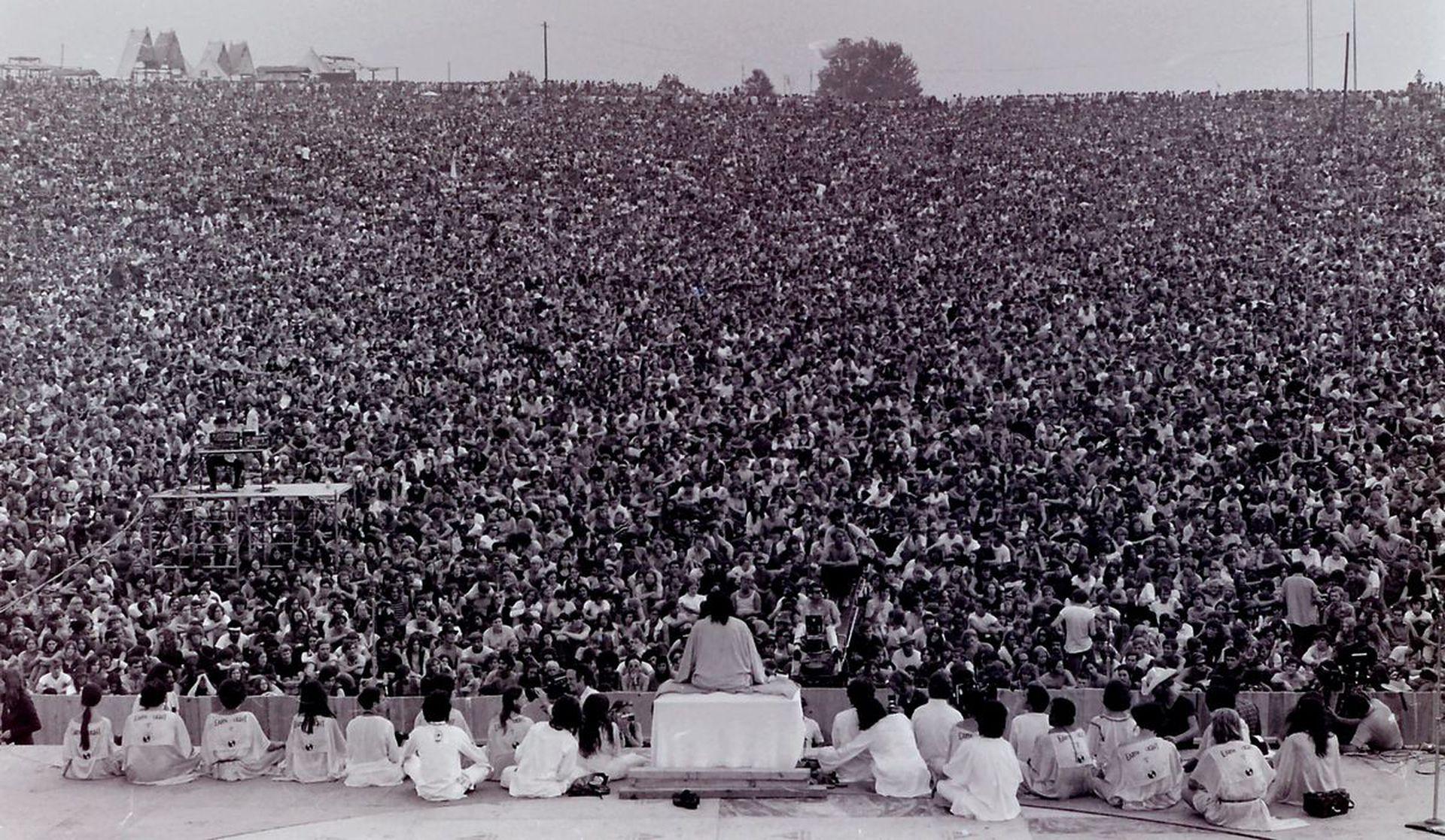 El Swami Satchidananda y su yoga multitudinario en Woodstock, la madre de todos los festivales
