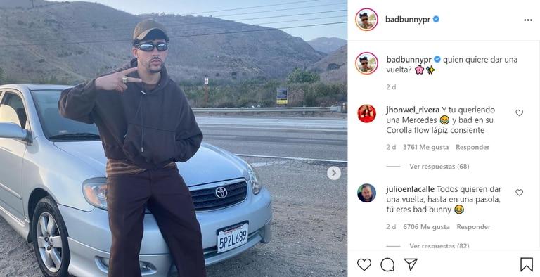 El trapero Bad Bunny mostró su Toyota Corolla en fotos del rodaje de su video Yonaguni. Fuente: Instagram/BadBunnypr.