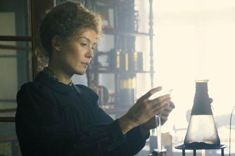 Netflix: Madame Curie es una película convencional sobre una mujer excepcional